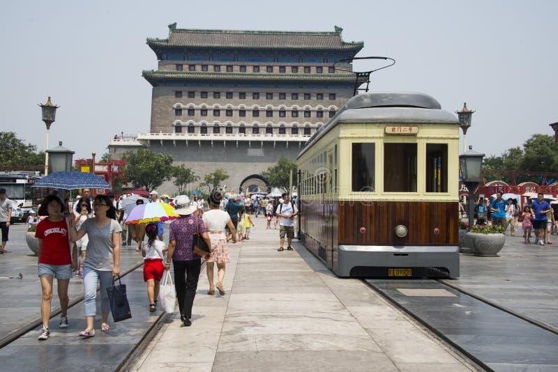 Aziatisch China, Peking, Zhengyang Jianlou, de auto's van het gerinkelgerinkel stock foto's