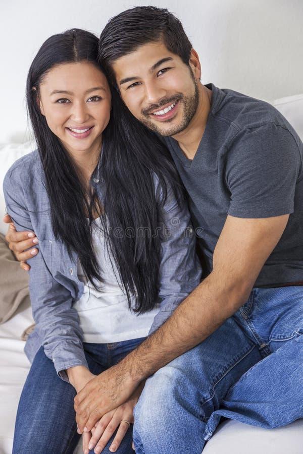 Aziatisch Chinees Man Vrouwenpaar stock afbeeldingen