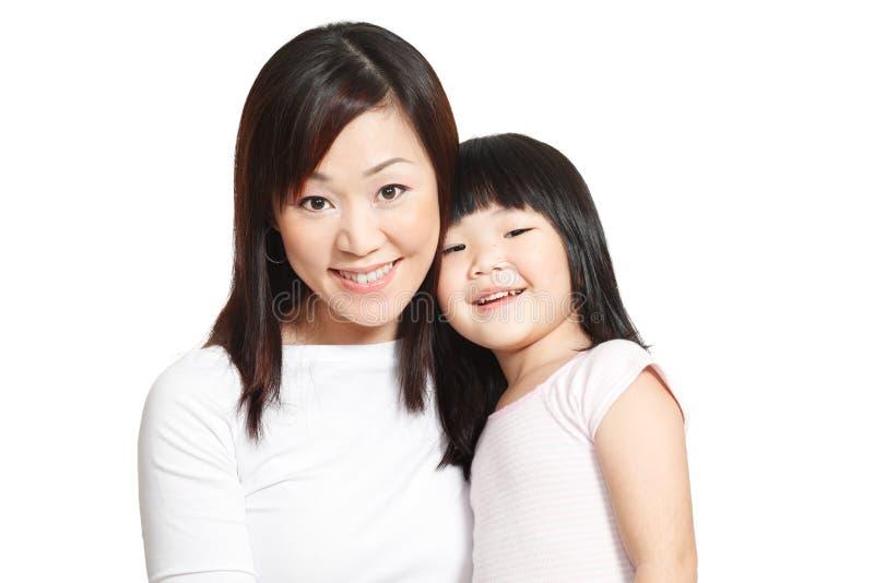 Aziatisch Chinees moeder en dochterfamilieportret stock foto's