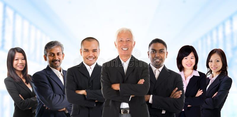 Aziatisch commercieel team in multiraciaal. stock foto
