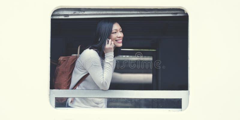 Aziatisch Dametraveling commute train Concept stock afbeeldingen