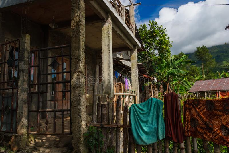 Aziatisch dorp in wildernisbergen royalty-vrije stock afbeeldingen