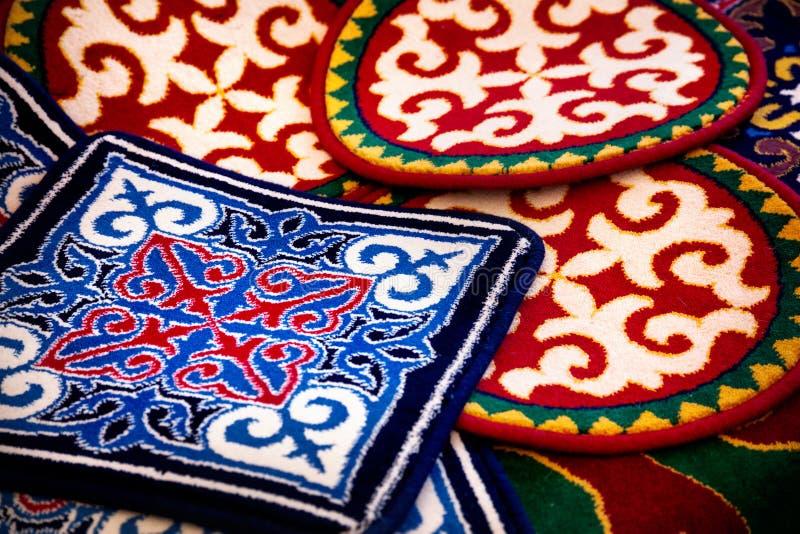 Aziatisch etnisch tapijt stock afbeeldingen