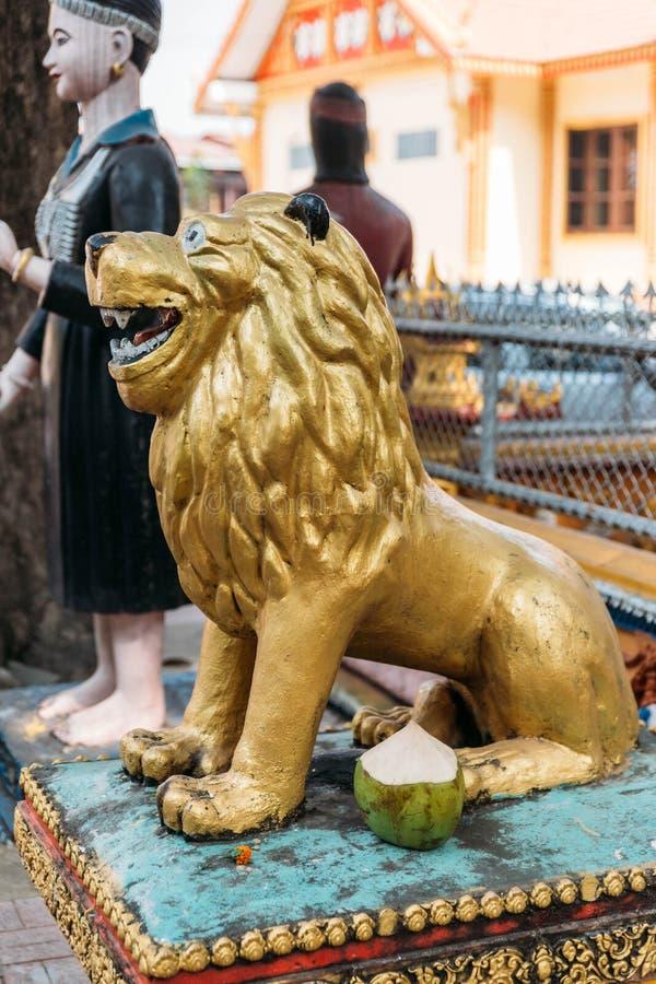 Aziatisch Gouden Lion Spirit Dolls in de Tempel van Laos in Vientiane, Laos royalty-vrije stock foto