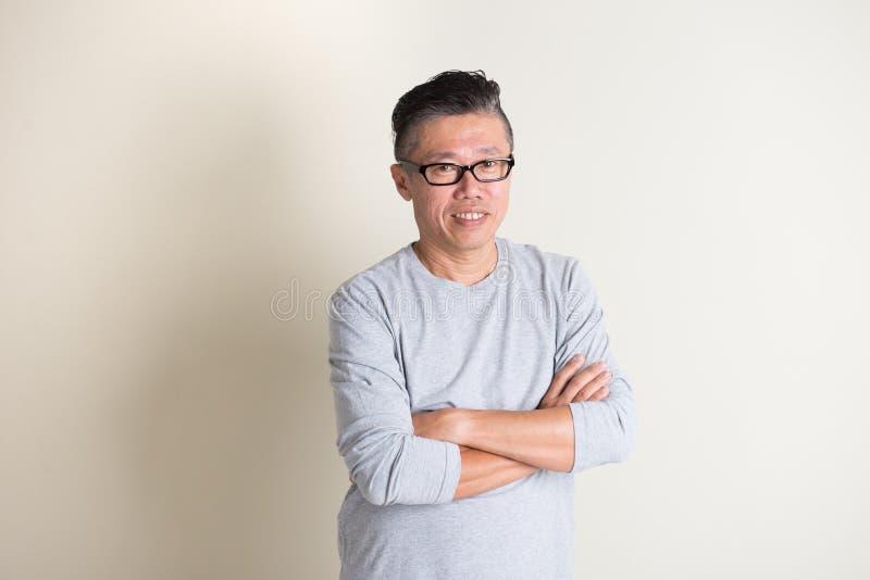 Aziatisch hoger mannetje in toevallig stock afbeelding