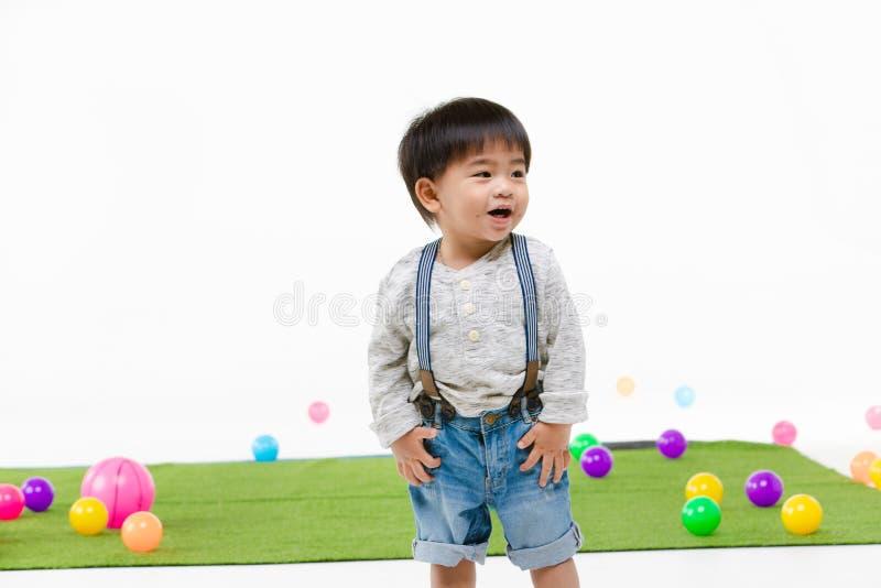 Aziatisch jong geitje bij speelkamer royalty-vrije stock afbeeldingen
