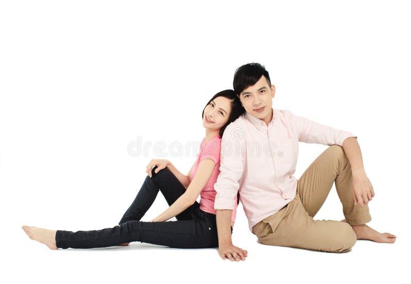 Aziatisch jong stel op de vloer geïsoleerd op witte achtergrond royalty-vrije stock foto