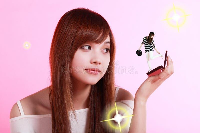 Aziatisch meisje dat omhoog maakt royalty-vrije stock foto's