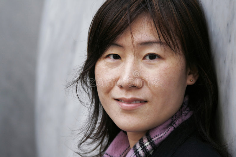 Aziatisch Meisje in de Kleren van de Winter stock afbeeldingen