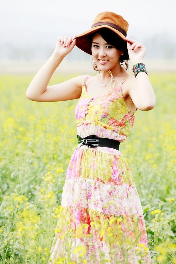 Aziatisch meisje in de zomer royalty-vrije stock fotografie