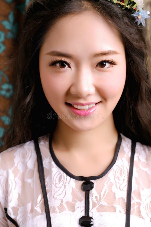 Aziatisch meisje het glimlachen gezicht stock afbeeldingen