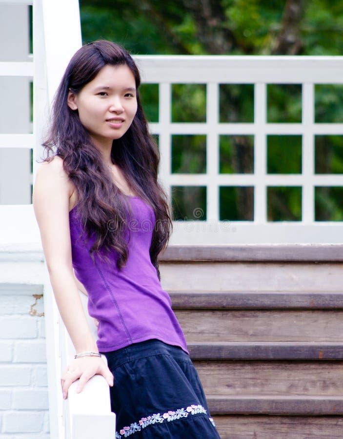Aziatisch Meisje op Trap stock afbeeldingen