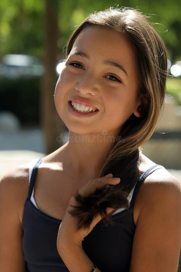 Download Aziatisch mooi meisje stock afbeelding. Afbeelding bestaande uit living - 277875