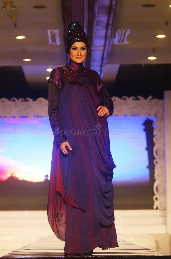 Aziatisch Moslim Vrouwelijk Model bij Modeshow royalty-vrije stock afbeelding