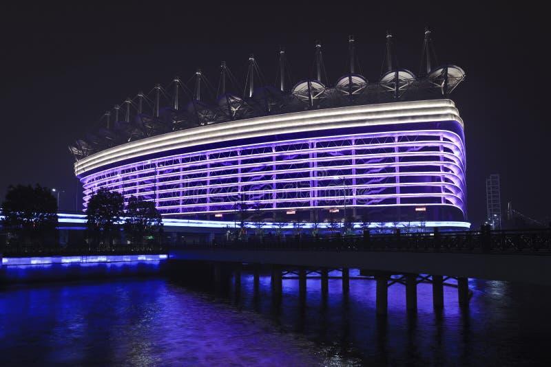 Aziatisch Spelenstadion bij nacht, Guangzhou, China stock foto's