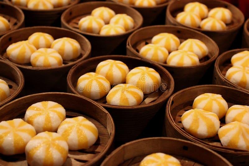 Aziatisch straatvoedsel: Gestoomde Chinese bollen royalty-vrije stock foto's