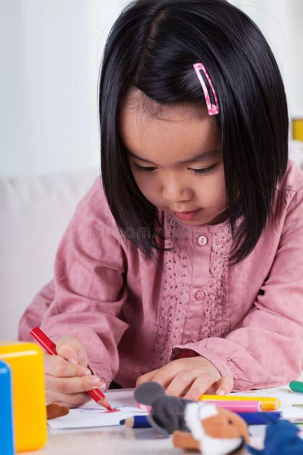 Aziatisch tekeningsmeisje royalty-vrije stock afbeeldingen