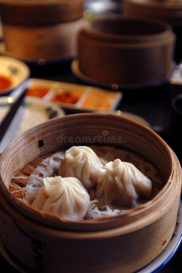 Aziatisch voedsel: Schemerige som stock foto's