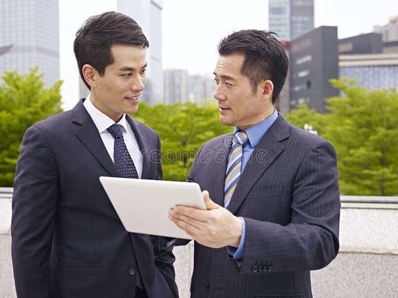 Aziatisch zakenlui royalty-vrije stock foto's