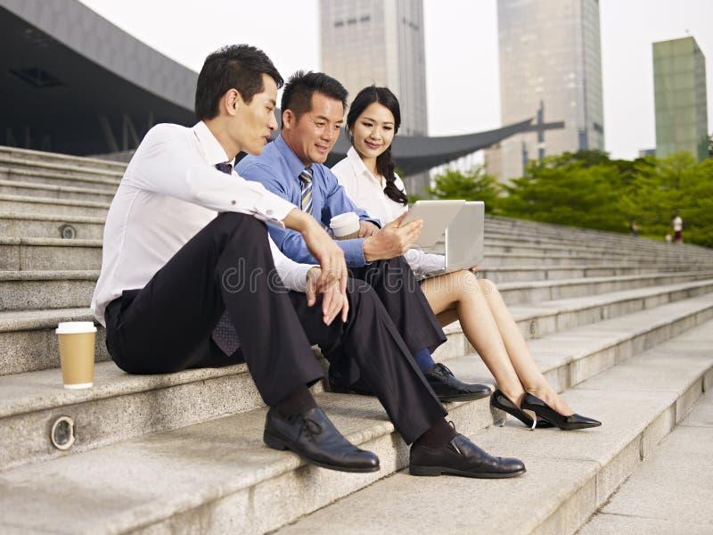 Aziatisch zakenlui stock afbeelding