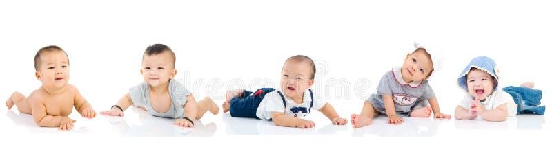 Aziatische baby die samen spelen royalty-vrije stock foto