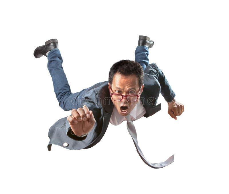 Aziatische bedrijfsmens die met verbazende gezicht geïsoleerde witte backg vliegen royalty-vrije stock foto