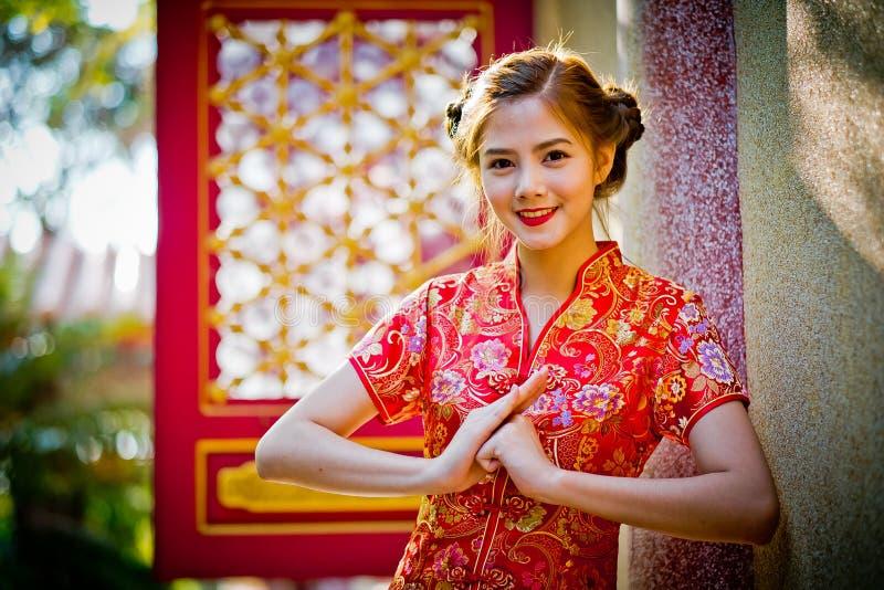 Aziatische Chinese vrouw in Traditioneel Chinees Chinees opzicht stock afbeelding