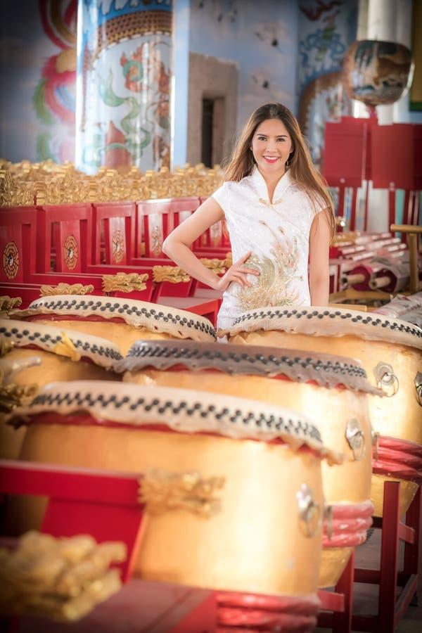 Aziatische Chinese vrouw in Traditionele Chinees stock fotografie