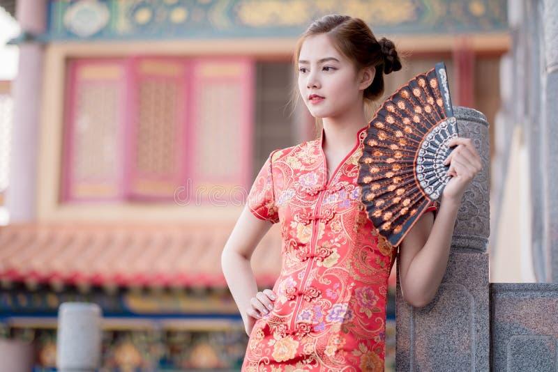 Aziatische Chinese vrouw in Traditionele Chinees royalty-vrije stock fotografie