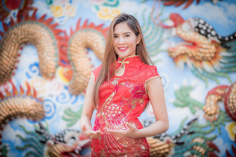 Aziatische Chinese vrouw in Traditionele Chinees royalty-vrije stock foto's