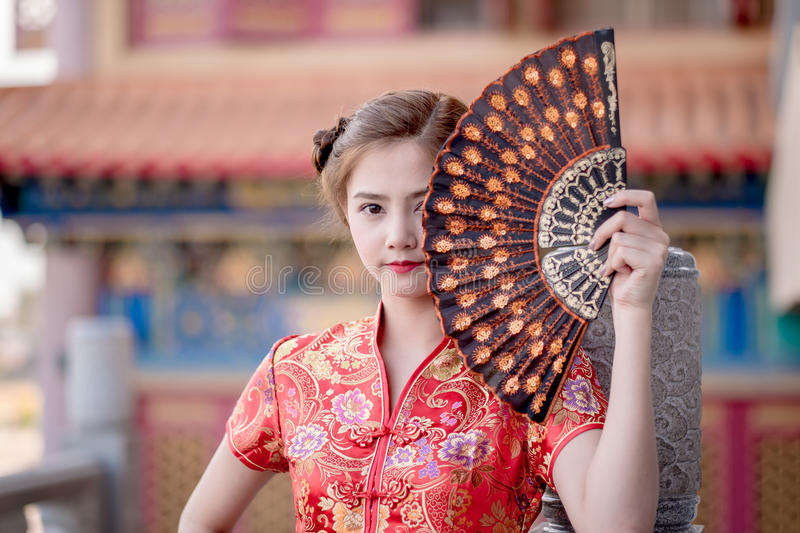 Aziatische Chinese vrouw in Traditionele Chinees stock fotografie