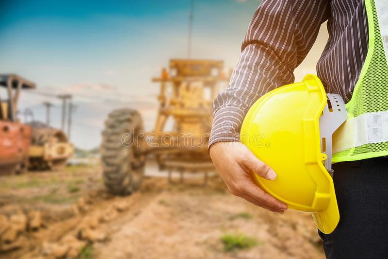 Aziatische de ingenieursarbeiders van de bedrijfsmensenbouw bij bouwterrein royalty-vrije stock foto