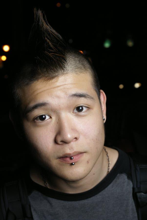Aziatische de jeugd doordrongen lippen stock foto