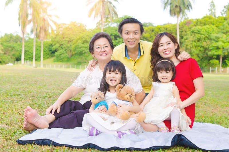 Aziatische familie stock afbeelding