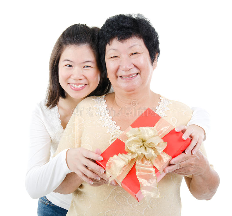 Aziatische familie en giftdoos royalty-vrije stock afbeelding