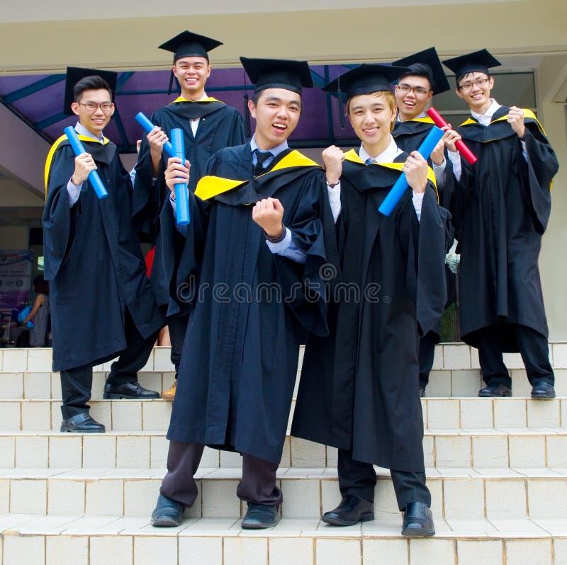Aziatische gediplomeerde studenten stock foto
