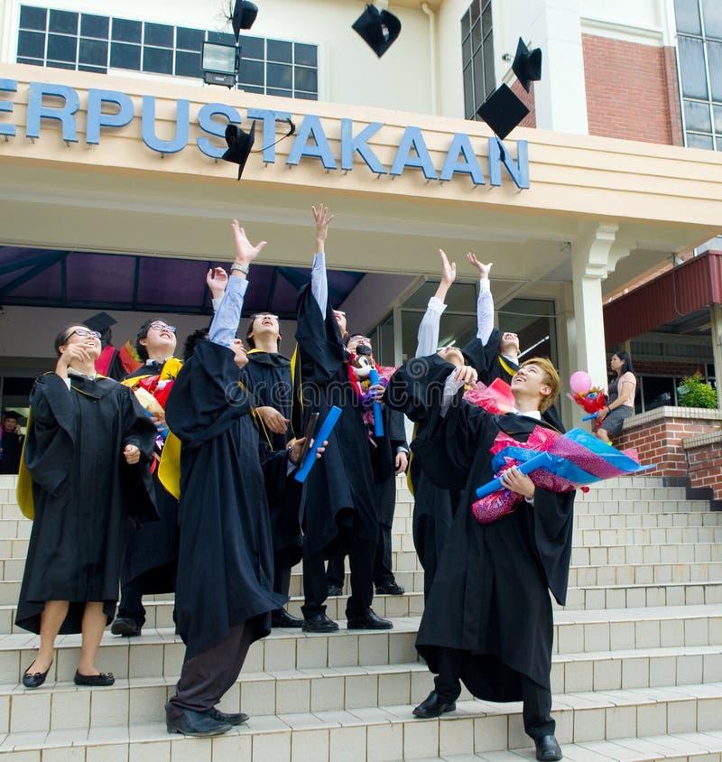 Aziatische gediplomeerde studenten royalty-vrije stock afbeelding