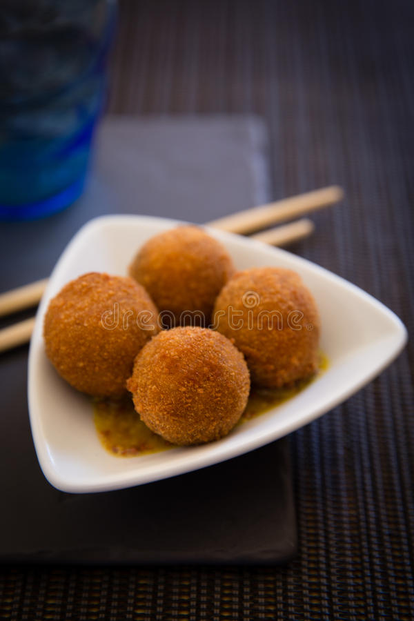 Aziatische gefrituurde ballen stock fotografie