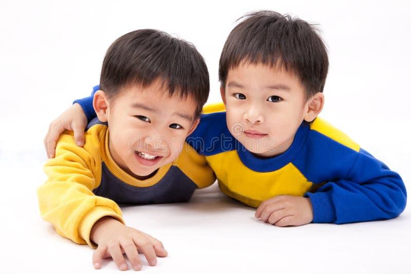 Aziatische gelukkige jongens stock foto