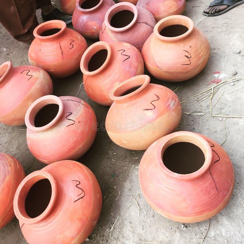 Aziatische het drinken potten stock afbeeldingen