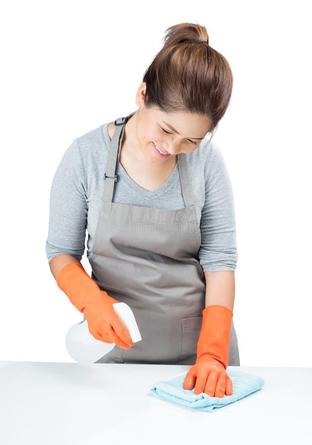 Aziatische huisvrouw die op lijst vegen stock afbeelding