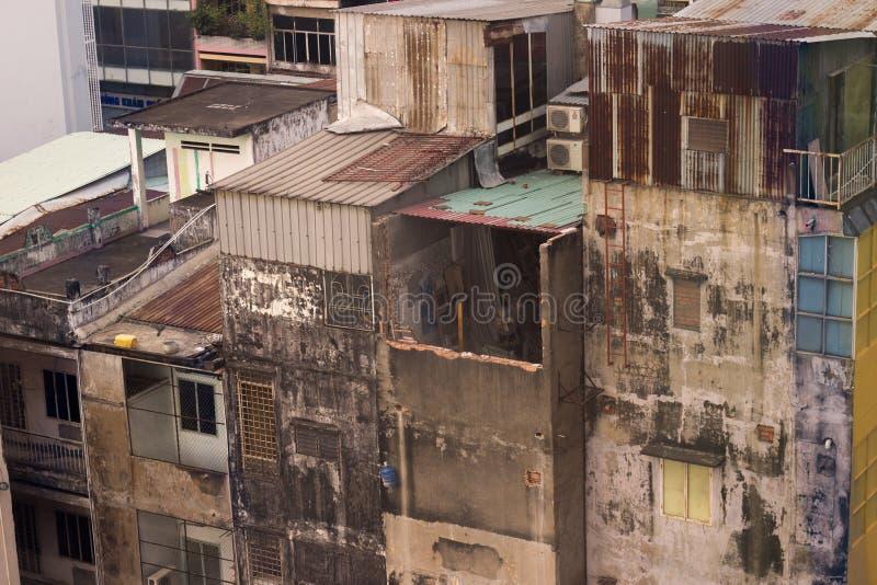 Aziatische huizen op krottenwijkgebied, kijken zij slecht en ongelukkig royalty-vrije stock afbeelding