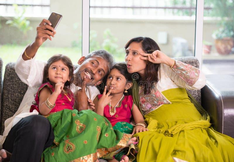 Aziatische Indische familie selfie of zelffoto royalty-vrije stock fotografie