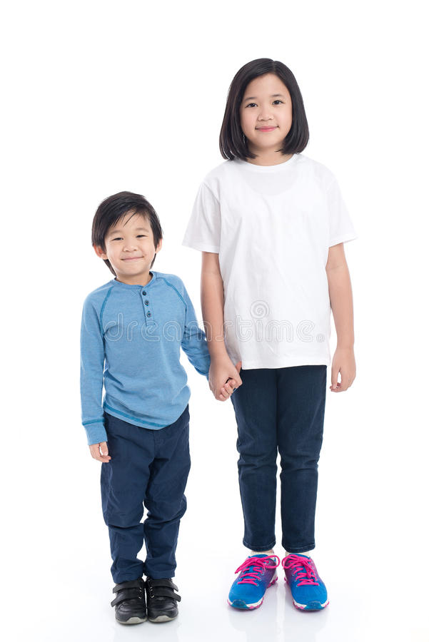 Aziatische kinderen die hand samen houden royalty-vrije stock foto