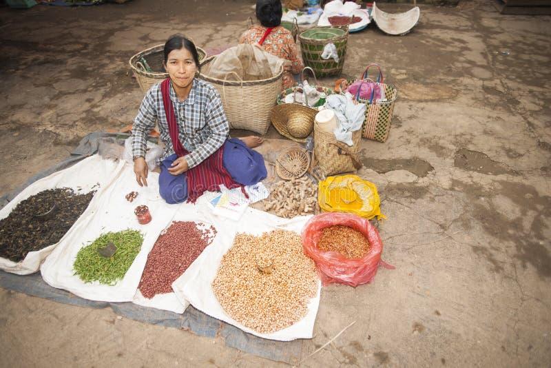 Aziatische marktverkoper. stock fotografie