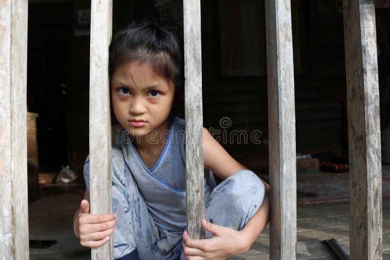 Aziatische meisjes in het lokale huis in Thailand stock fotografie