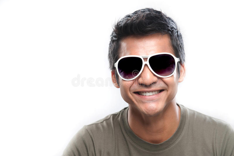 Aziatische Mens die met glazen glimlacht royalty-vrije stock afbeelding