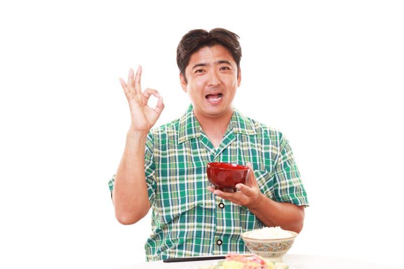 Aziatische mens die ontbijt hebben royalty-vrije stock foto's
