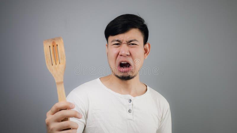 Aziatische mens met spade van pan stock foto