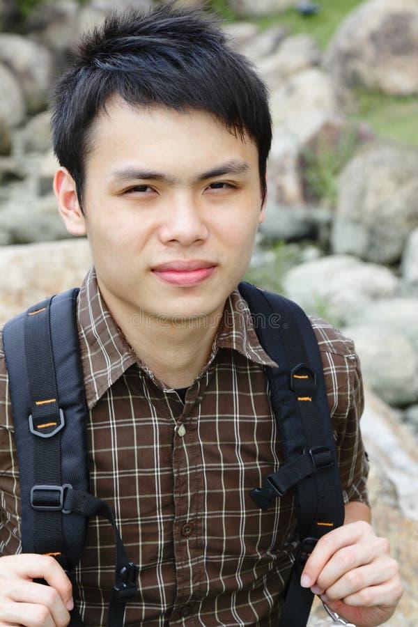 Aziatische mens wandeling royalty-vrije stock foto